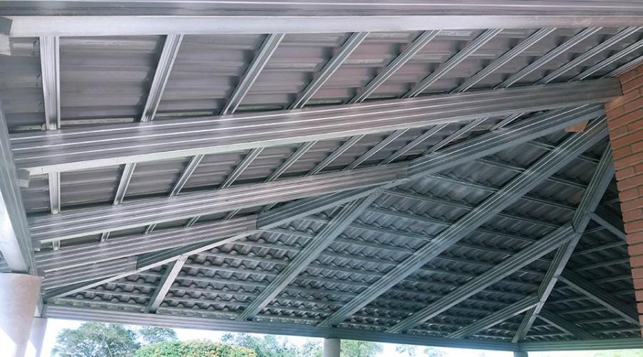 Construção de coberturas metálicas