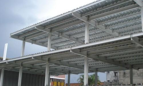 Instalação de coberturas metálicas
