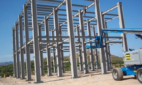 Construção de estrutura metálica