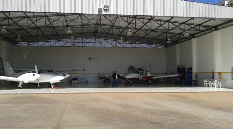 Construção de hangar metálico
