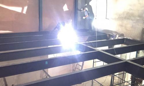 Fabricação de mezanino metálico